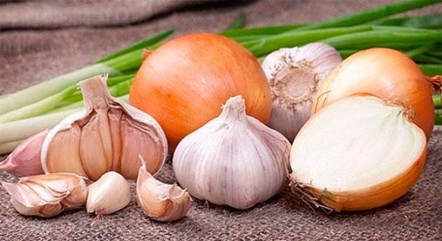 лук, чеснок - пища влияющая на запах пота