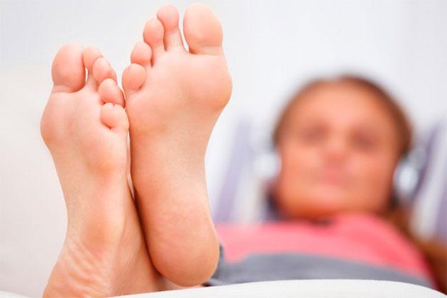 женские стопы ног