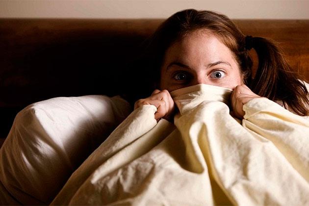Смотреть онлайн порно: спящие не могут защитить своих расслабленных дырочек