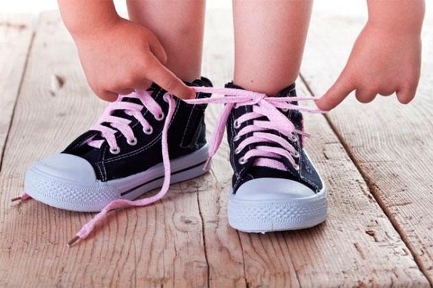 детские ножки в кедах