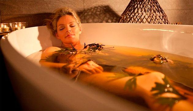травяная ванна для девушки