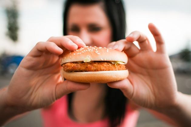 гамбургер в ваших руках