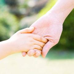 Почему у ребенка влажные ладошки и стопы